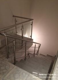 перила со стеклом переходящие в перила с 3 мя риеглями